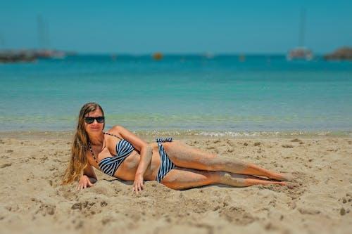 Gratis lagerfoto af badedragt, bikini, bølger, dagtimer