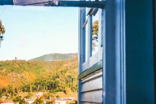 Foto stok gratis bingkai jendela, biru, kayu biru, langit