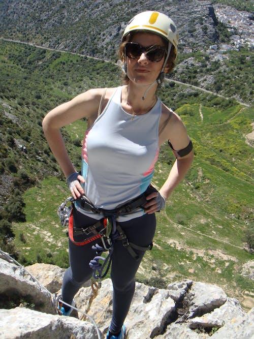 Foto profissional grátis de alpinista, escalar, garota, garota forte