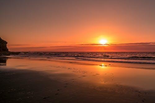 Gratis lagerfoto af bølger, ferie, sol, solnedgang