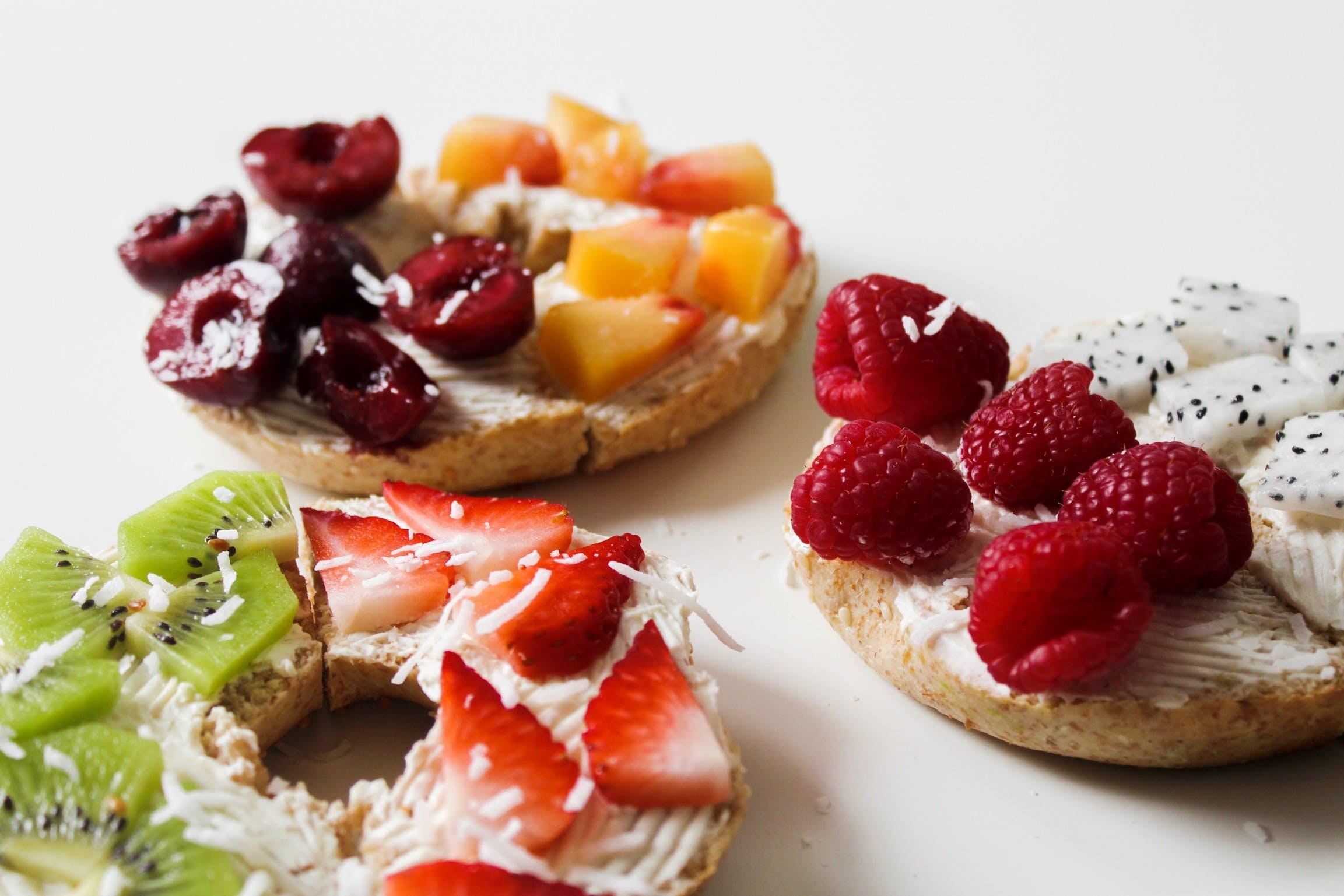 Kostenloses Stock Foto zu bagels, beeren, brote, erdbeeren