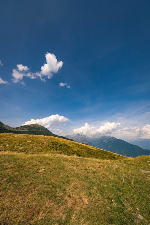 Foto stok gratis awan, bukit, di luar rumah