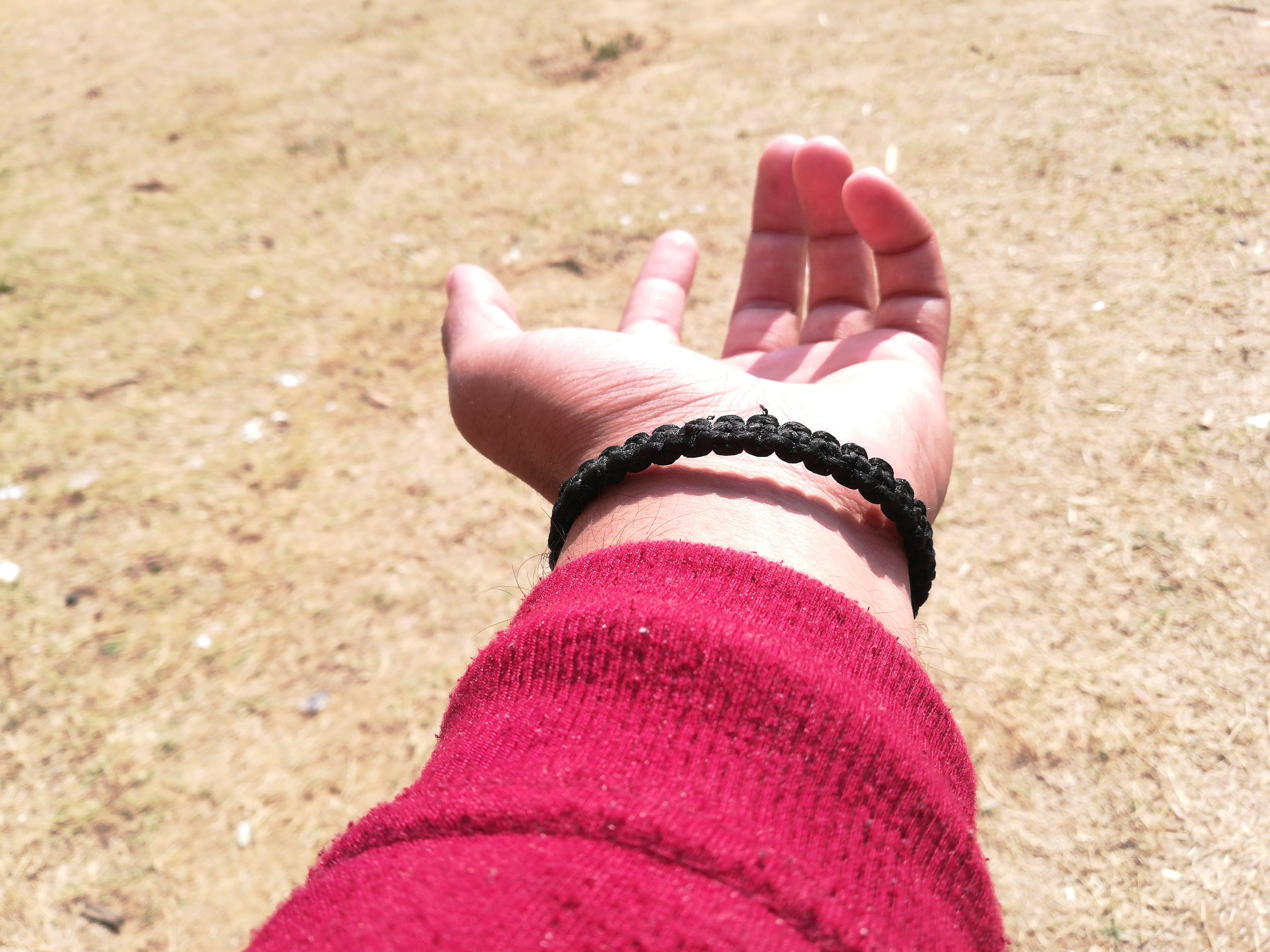 Δωρεάν στοκ φωτογραφιών με ανθρώπινος, κόκκινο, μέρος του σώματος, χέρι
