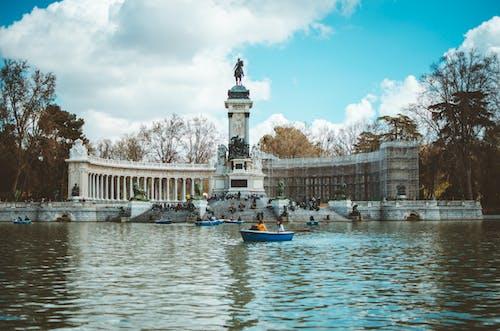 Foto stok gratis air, Arsitektur, awan, bahtera