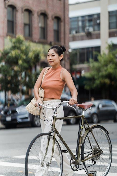 Бесплатное стоковое фото с азиатка, велосипед, Взрослый