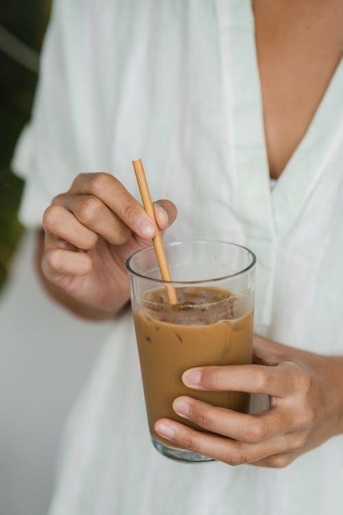 Foto stok gratis es kopi, kaca, memegang