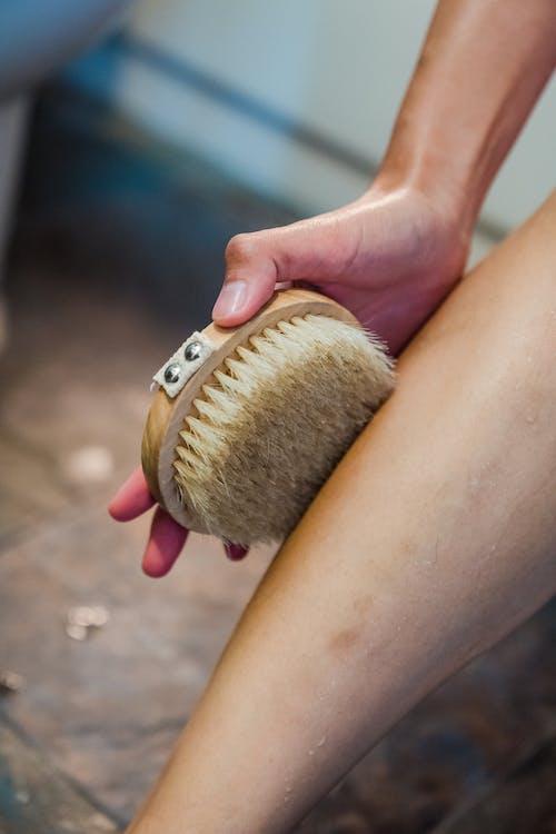 Immagine gratuita di avvicinamento, gamba, igiene personale