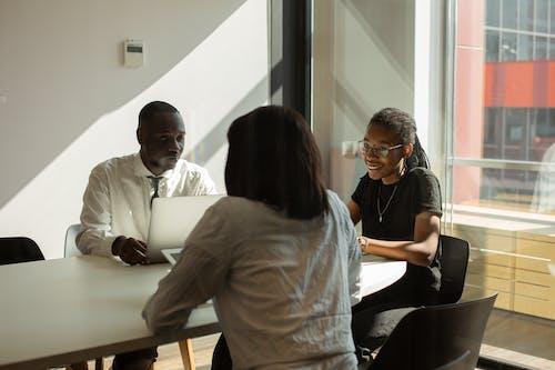 Δωρεάν στοκ φωτογραφιών με team building, αίθουσα συνεδριάσεων, δημιουργία ομάδας