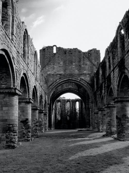Foto profissional grátis de abadia, ao ar livre, arcadas
