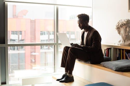 Photos gratuites de afro-américain, concentré, homme noir