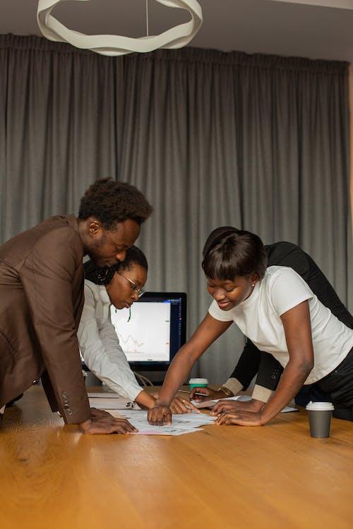 คลังภาพถ่ายฟรี ของ การทำงานเป็นทีม, การร่วมมือ, การระดมสมอง