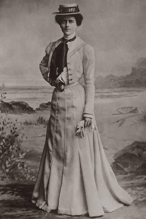 Darmowe zdjęcie z galerii z administracja, biała sukienka, czarno-biały
