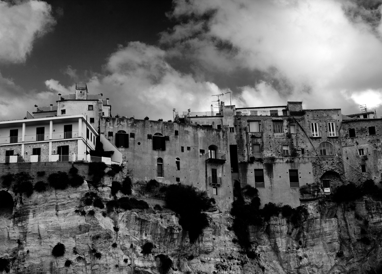 Imagine de stoc gratuită din alb-negru, arhitectură, case, cer