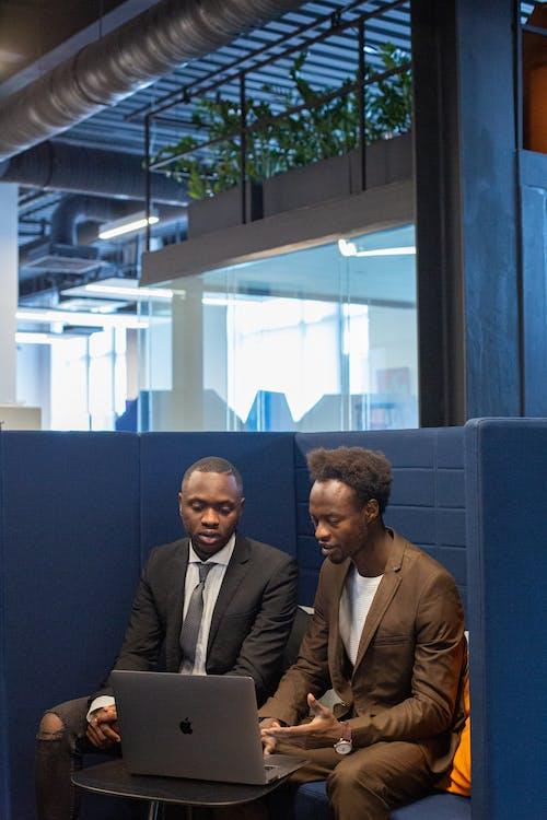Δωρεάν στοκ φωτογραφιών με laptop, team building, Αφροαμερικανός
