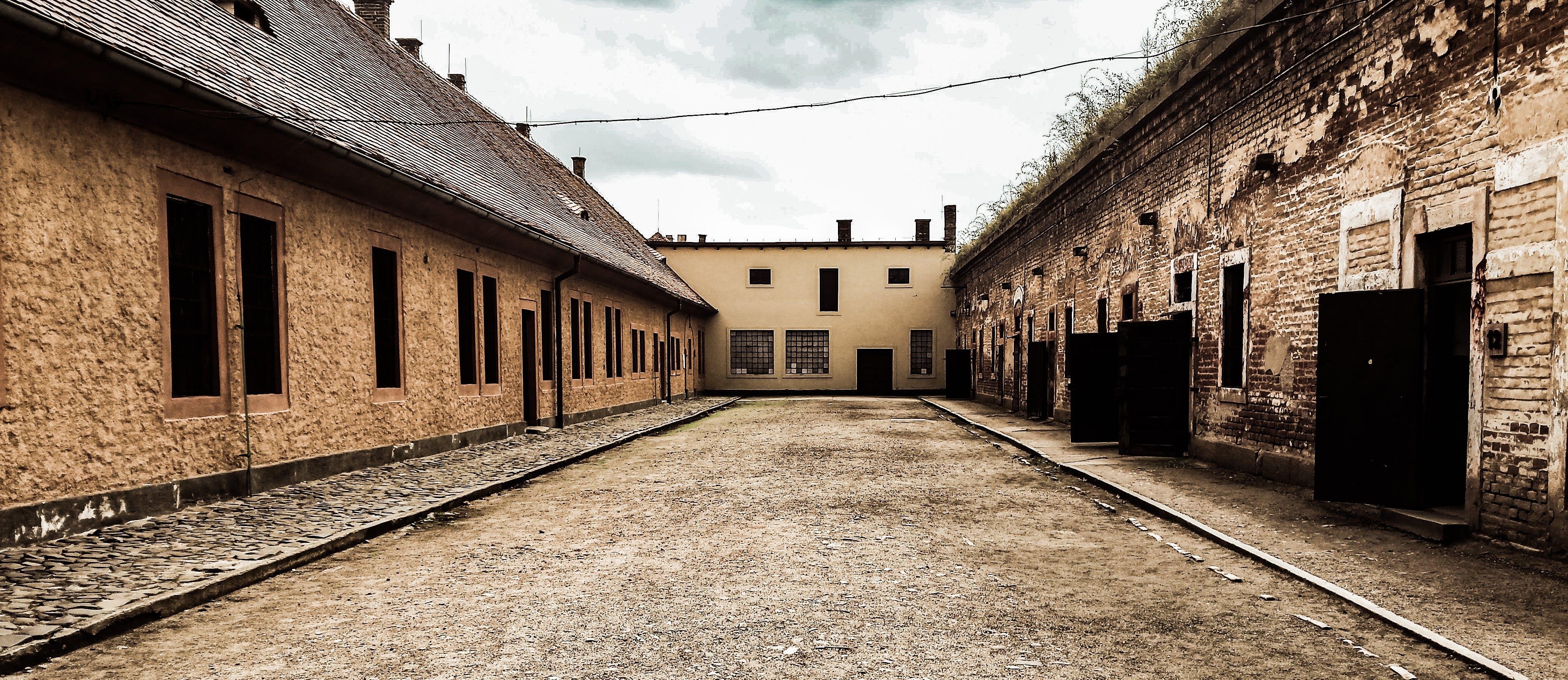 Foto profissional grátis de abandonado, arquitetura, construção, esvaziar