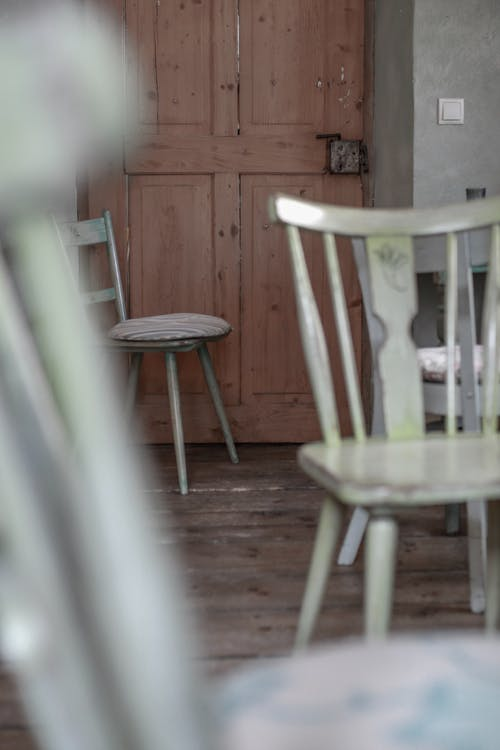 Foto d'estoc gratuïta de bar cafeteria, cadires, interior, porta