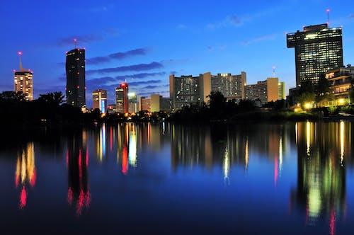 Immagine gratuita di acqua, architettura, centro città, cielo