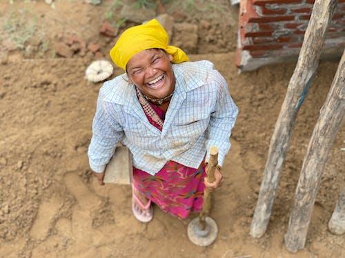 Szczęśliwa Kobieta Trzymająca Wędkę