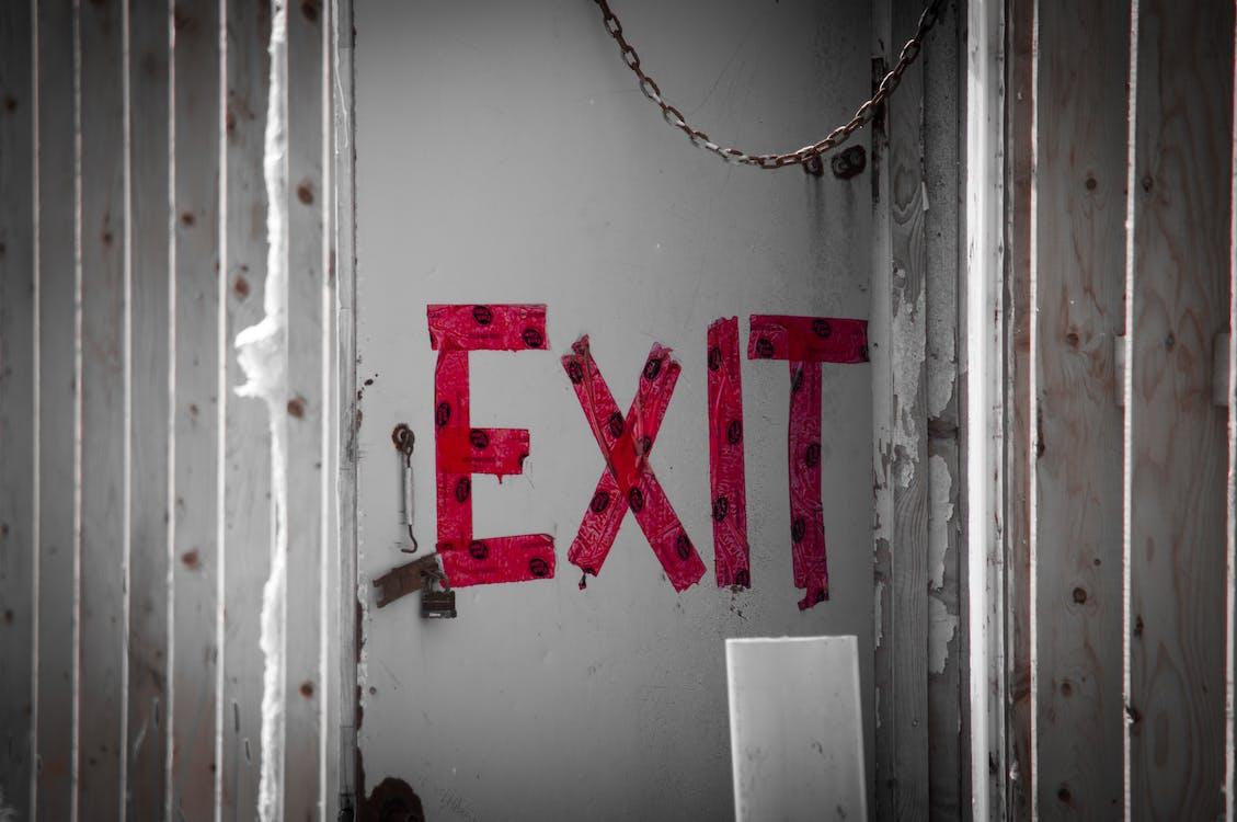 edificio abbandonato, porta, uscita