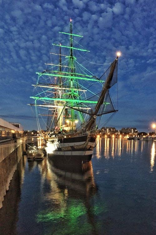 Gratis lagerfoto af båd, gamle havn, havn, lys
