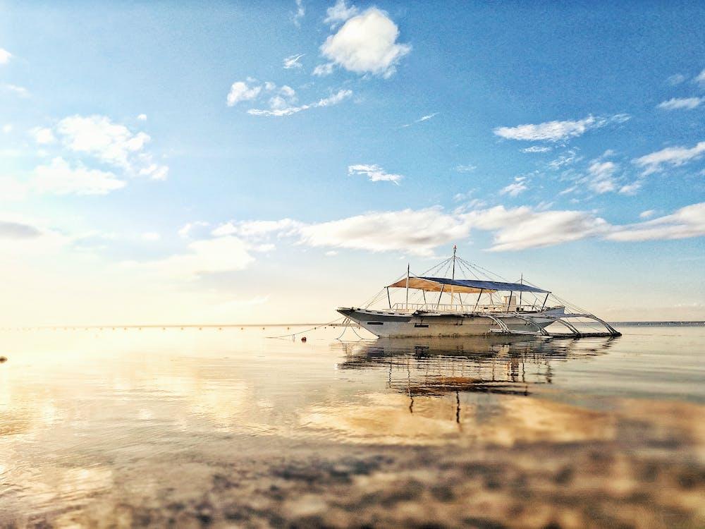 біля моря, берег моря, відображення