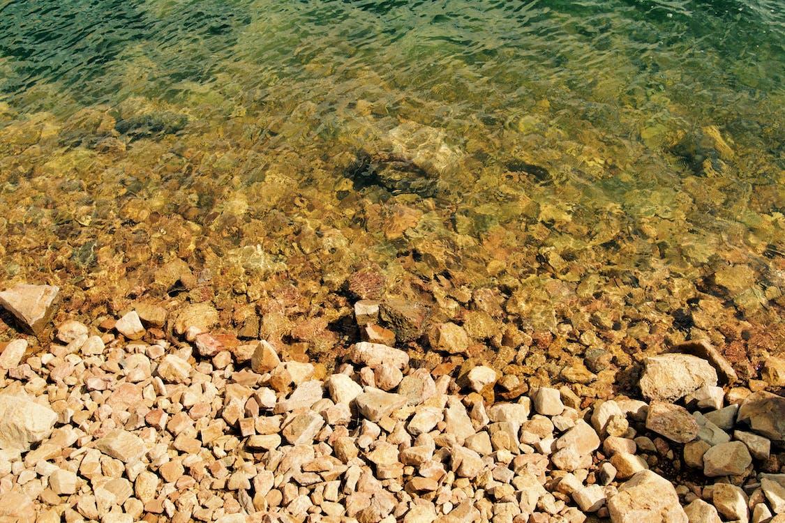 água, beira-mar, cascalho