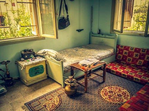 Gratis stockfoto met antiek, bewolkt, binnenshuis interieur, geel