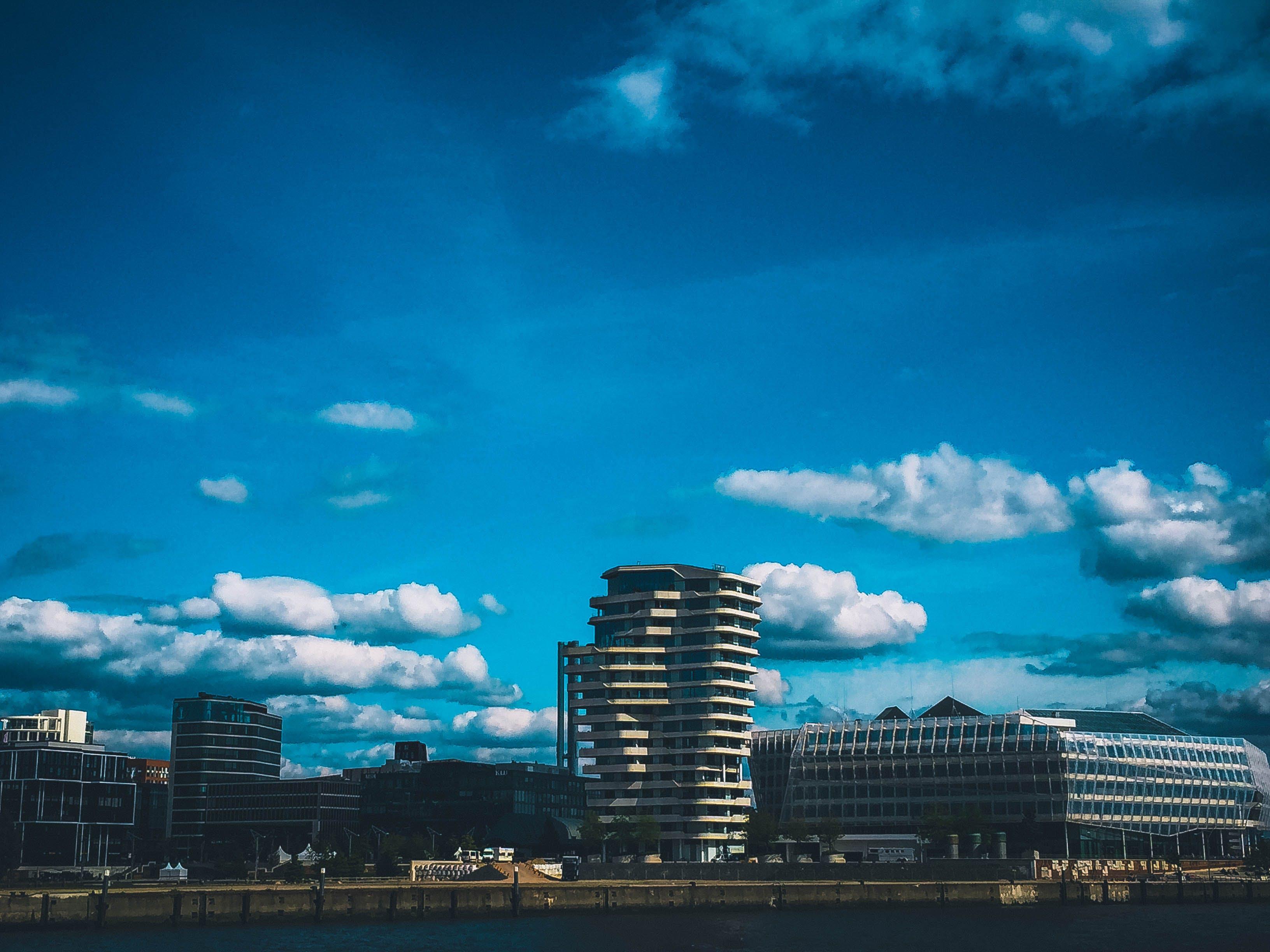Foto d'estoc gratuïta de aigua, arquitectura, cel, centre de la ciutat