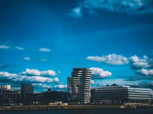 Безкоштовне стокове фото на тему «архітектура, берег, будівлі, вода»
