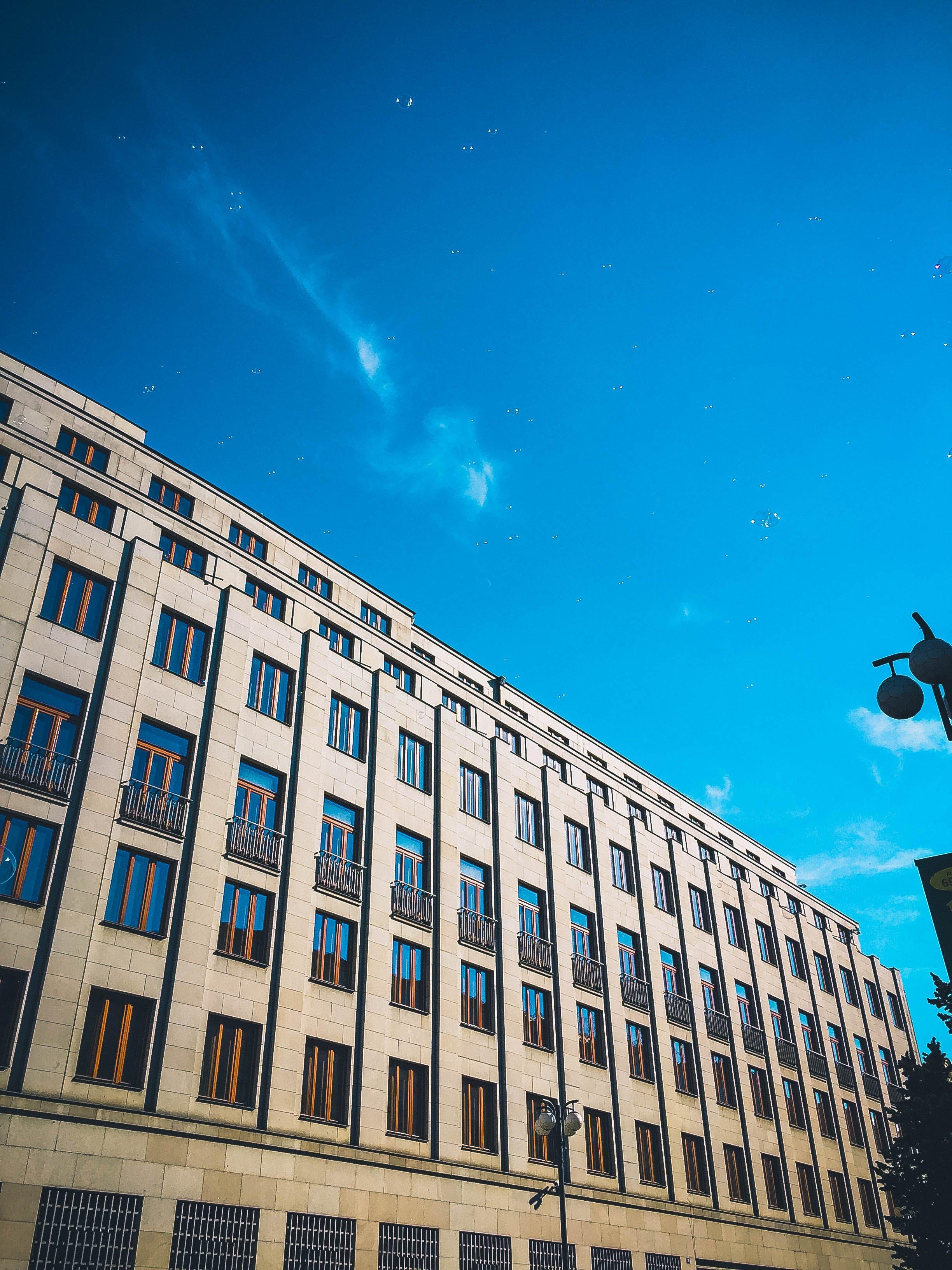 低角度拍攝, 城市, 天空, 市中心 的 免费素材照片