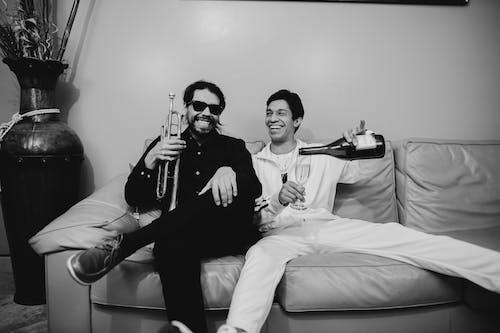 Ingyenes stockfotó boldog, férfiak, kanapé témában
