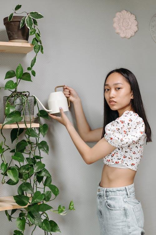 Бесплатное стоковое фото с в помещении, Взрослый, девочка