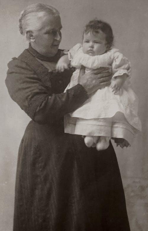 Darmowe zdjęcie z galerii z babcia, babunia, czarno-biały