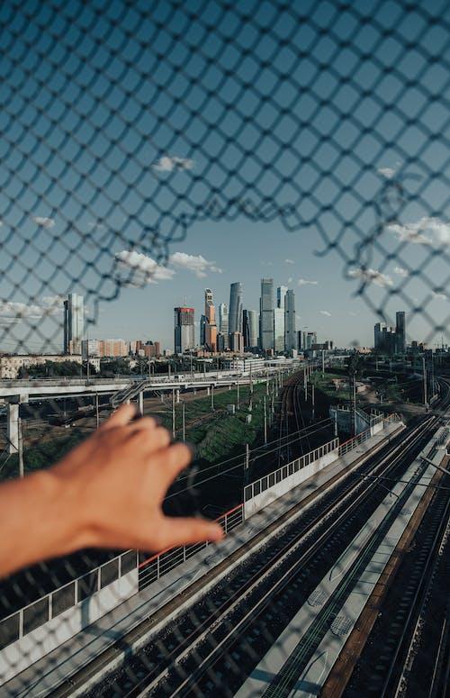 Photos gratuites de à travers, chemin de fer, citadin