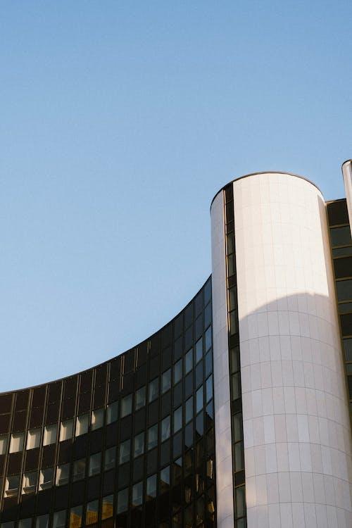 Ilmainen kuvapankkikuva tunnisteilla alhainen kulma, arkkitehtuuri, auringonlasku