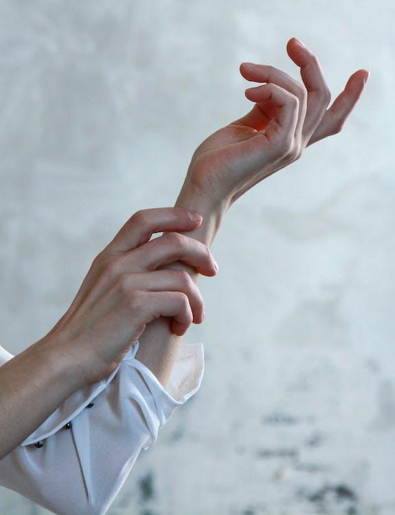 človek, dotyk, koža