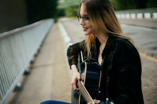 人, 原聲吉他, 微笑 的 免费素材图片