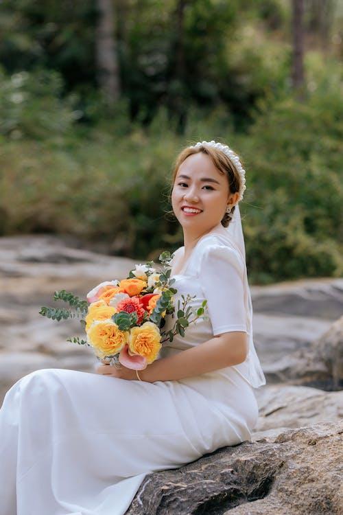 一束花, 专注于前景, 亞洲女人 的 免费素材图片