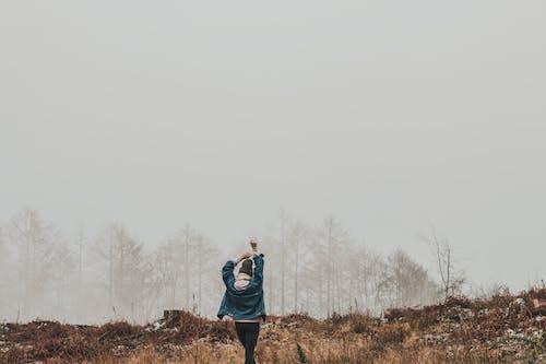 冷, 天氣, 女人, 女孩 的 免费素材照片