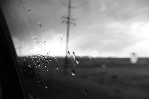 Immagine gratuita di bianco e nero, bicchiere, depressione, gocce di pioggia