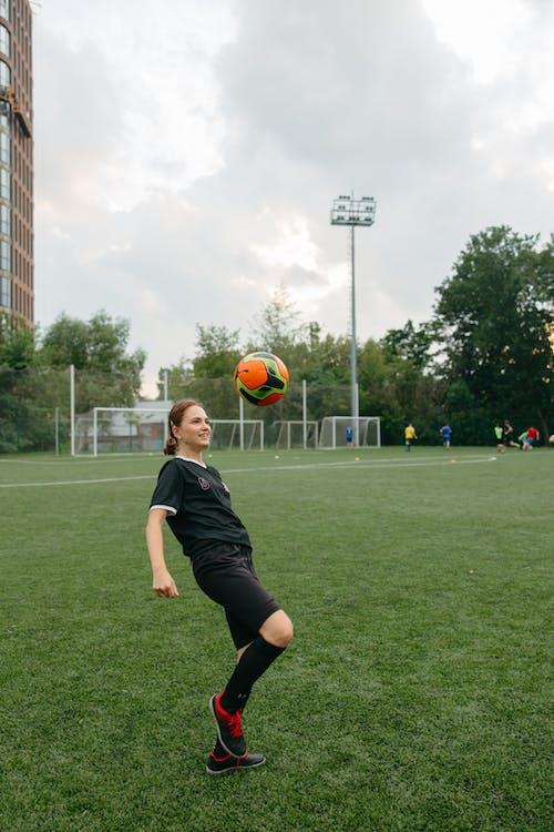 Immagine gratuita di allenatore, atleta, attrezzatura sportiva