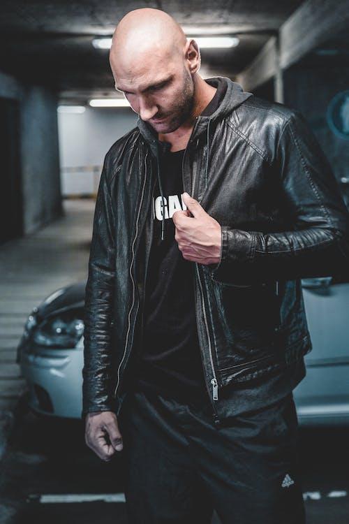 auto, černá kožená bunda, móda