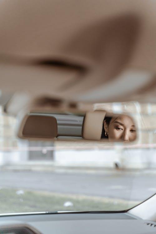 Fotos de stock gratuitas de adentro, asiento trasero, coche