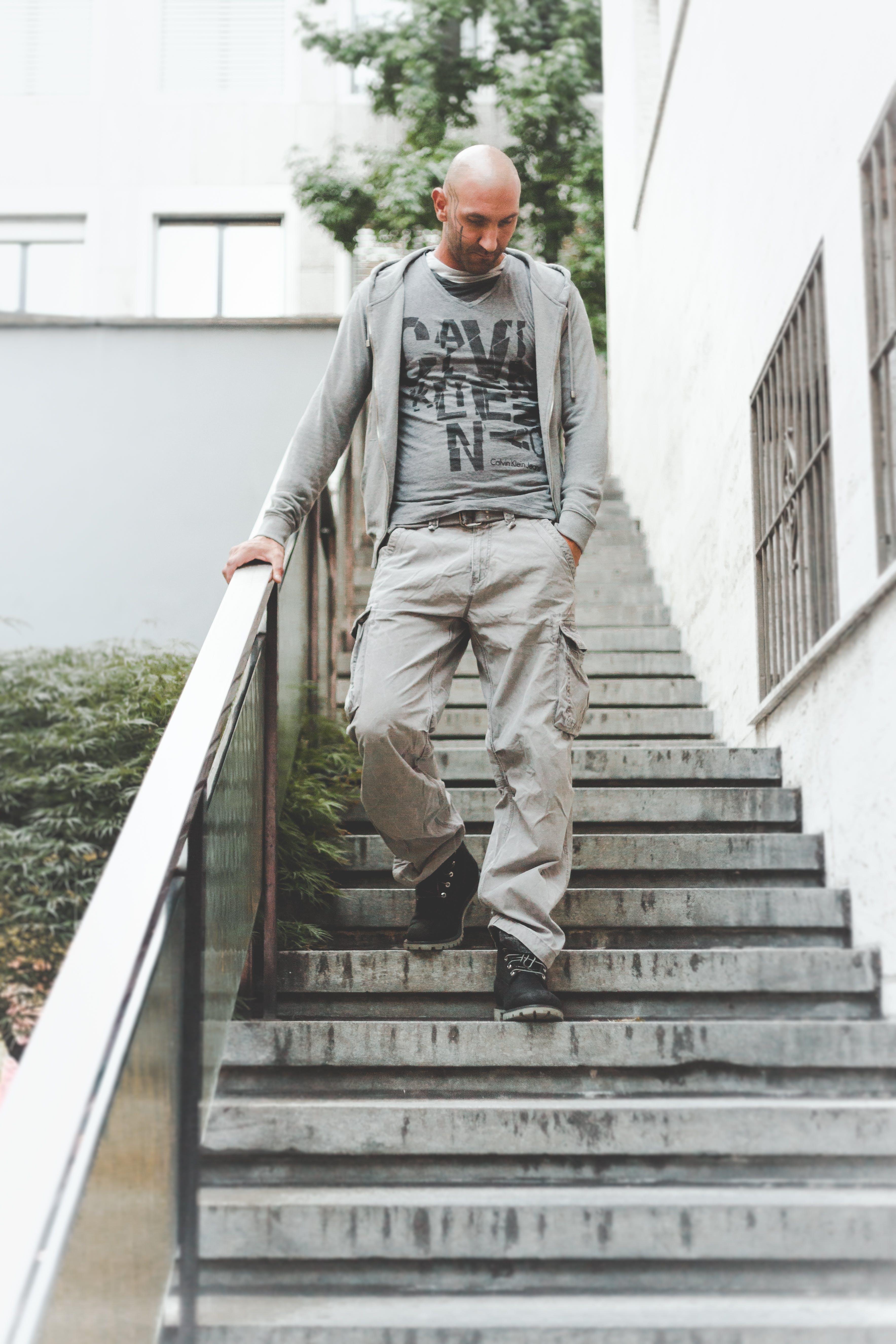 Darmowe zdjęcie z galerii z chodzenie, kroki, mężczyzna, miejski