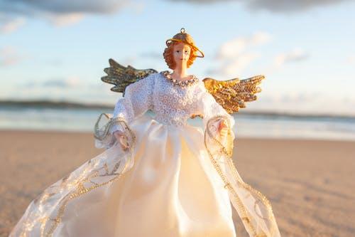 Бесплатное стоковое фото с белый ангел, гало, крылья