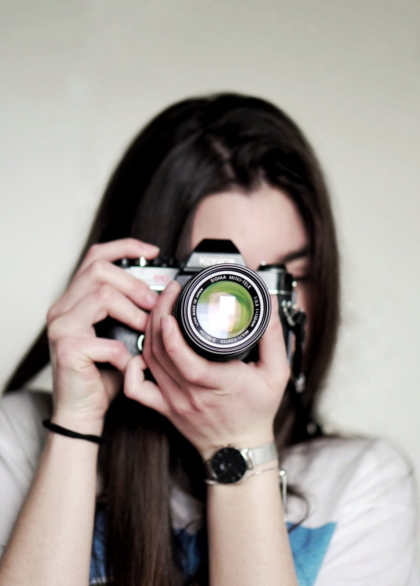Foto stok gratis atraktif, belum tua, cewek, dalam ruangan