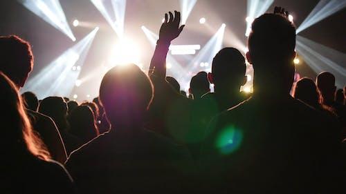 Gratis arkivbilde med fest, folkemengde, hånd, konsert