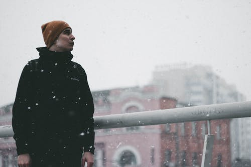 Ilmainen kuvapankkikuva tunnisteilla asu, flunssa, henkilö, jääkylmä