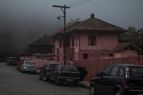 Foto d'estoc gratuïta de boira, casa antiga, casa vella