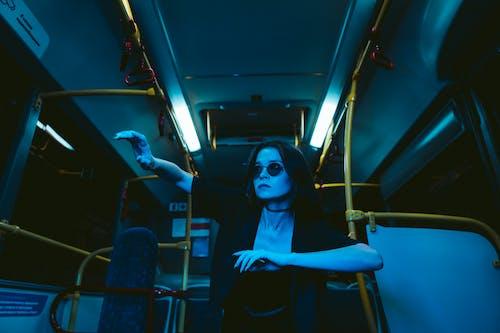 Бесплатное стоковое фото с автобус, в помещении, Взрослый
